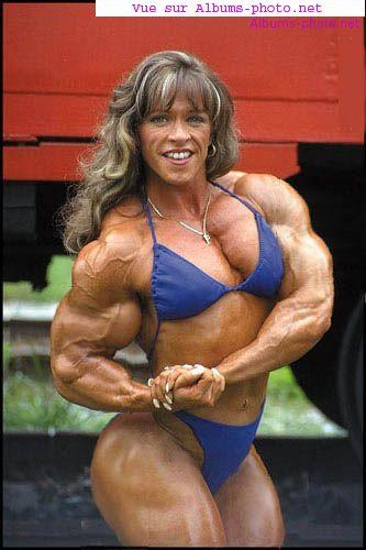 Puissante fille de muscle